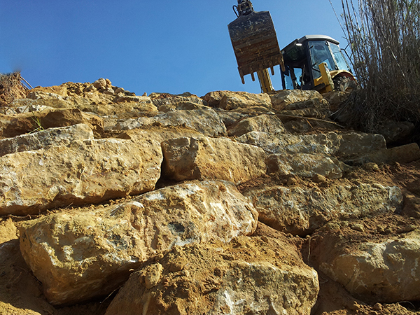 Construcci n de muros de piedra escollera excavaciones rb - Muros de piedra construccion ...
